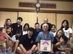 喜寿のお祝いのご家族と似顔絵