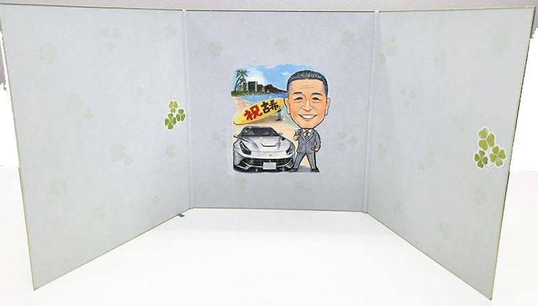 似顔絵はお車や趣味の表現もできます。